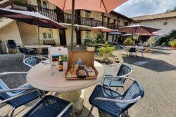 Hotel_le_moulin_de_la_brevette_Repas_Adultes_Terrasse